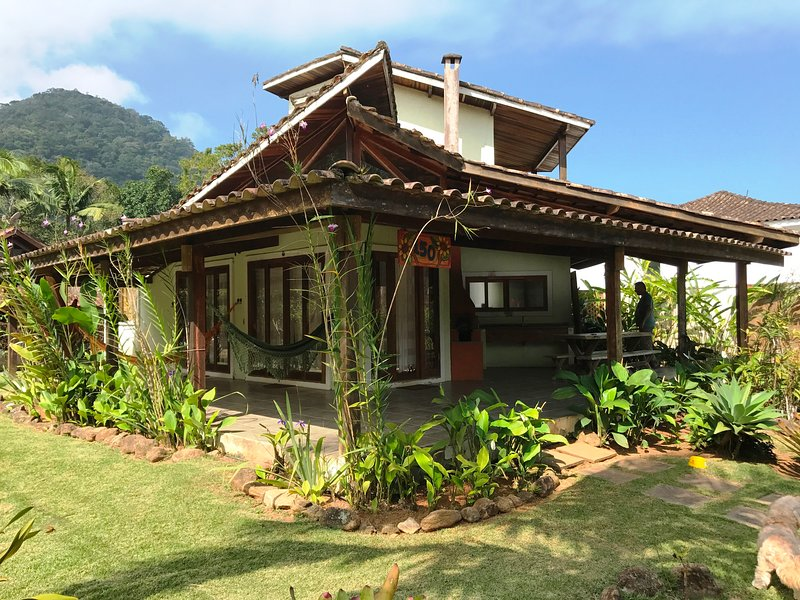 Very comfortable and bright house a few meters from Itamambuca beach and in front of the green area.