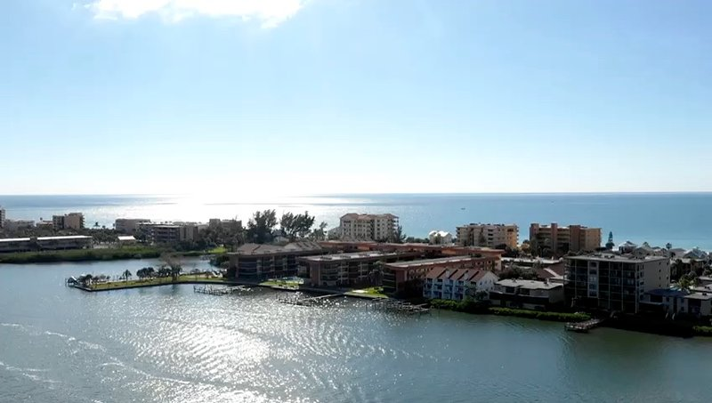 Luxury Apartment with 2 Bedrooms and  ensuite Bathrooms on Florida's Gulf Coast, location de vacances à Indian Shores