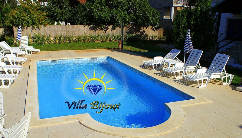 IDEAL FOR TWO FAMILIES,600m from the sea,POOL 8X4, WI-FI,near the BRIJUNI island, holiday rental in Vodnjan