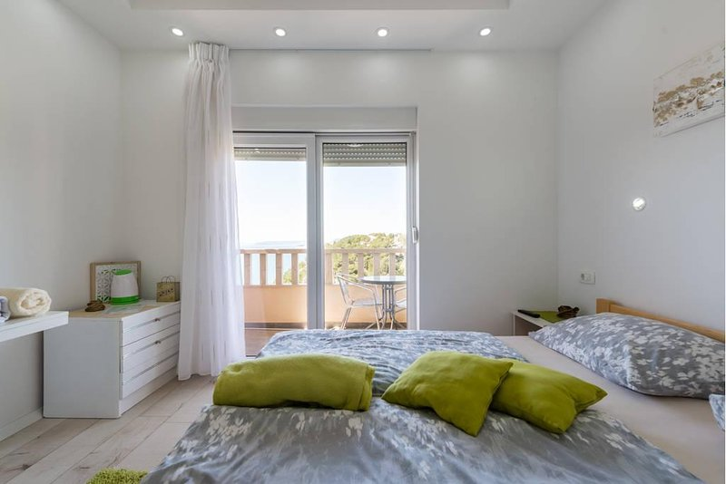 Double Room with Sea View, holiday rental in Stobrec
