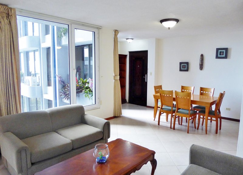 Avenida Balboa 1bdrm near boardwalk, holiday rental in Gamboa