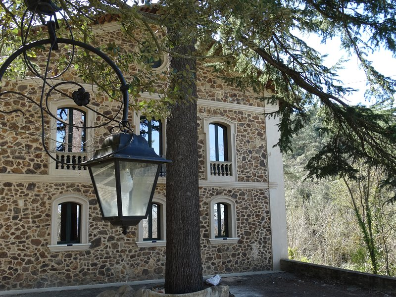 Apartment 2 in secluded villa near Monestir de Poblet, holiday rental in Figuerola del Camp