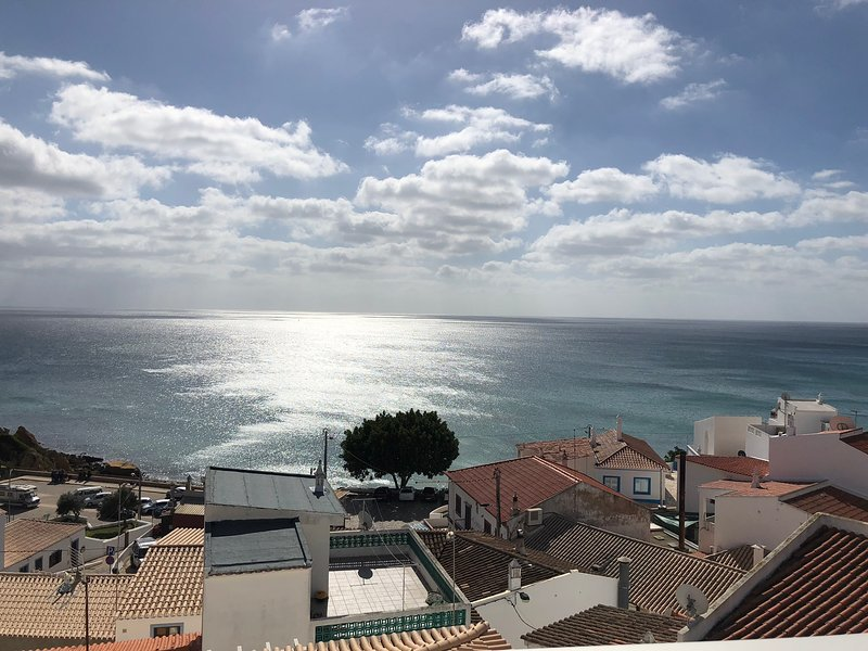 Beautiful modern two bedroom apartment with stunning ocean and beach views, holiday rental in Burgau