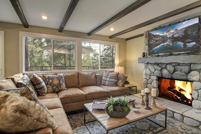 Sala de estar - Nivel principal | Muebles finos y detalles de diseño abundan