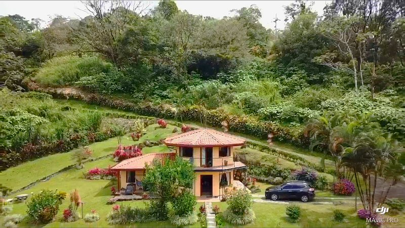 Private Villa is Paradise with Tropical Garden & Rain Forest Trails Follow River, vacation rental in Nuevo Arenal