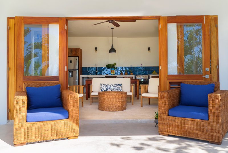 Kotch Two Bedroom Beachfront Suite, holiday rental in Malvern