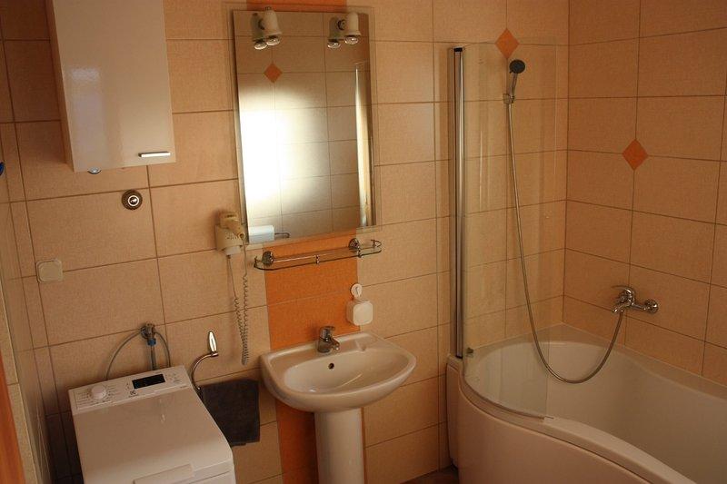 A3(2+2): bathroom