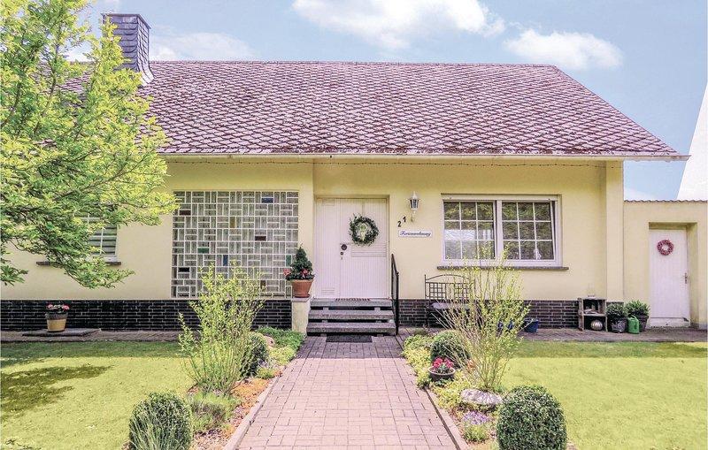 Nice home in Grenderich w/ WiFi and 3 Bedrooms (DHU112), alquiler vacacional en Ellenz-Poltersdorf