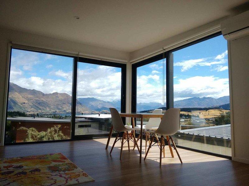 Private new loft - amazing Wanaka views!, holiday rental in Lake Hawea