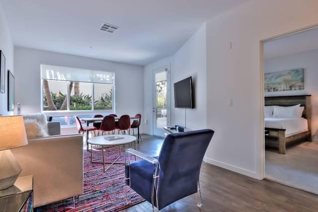 Brand New Urban Flat i Prime San Jose Plats! Välkommen hem.