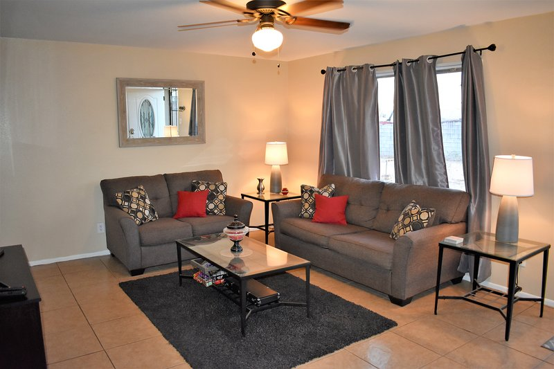 Spacious Private Home rental-10min to phx airport/Tempe Diablo Stadium/, holiday rental in Tempe