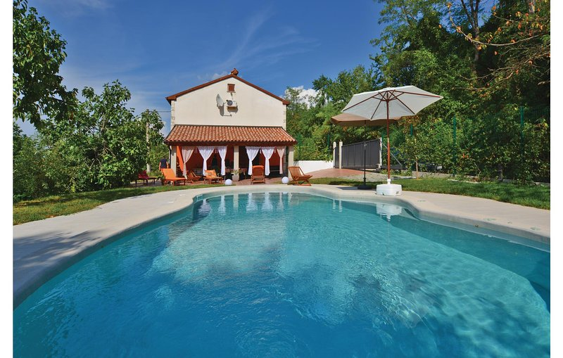 Stunning home in Babici with Sauna, WiFi and 3 Bedrooms (SCR083), holiday rental in Marezige