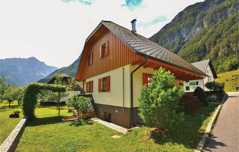 Nice home in Bovec with WiFi and 3 Bedrooms (SER200), vacation rental in Tarvisio