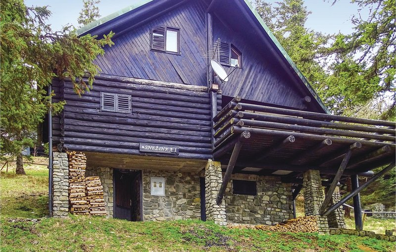Awesome home in Smartno pri Sl.Gradcu with 2 Bedrooms and Sauna (SKR112), holiday rental in Carinthia Region