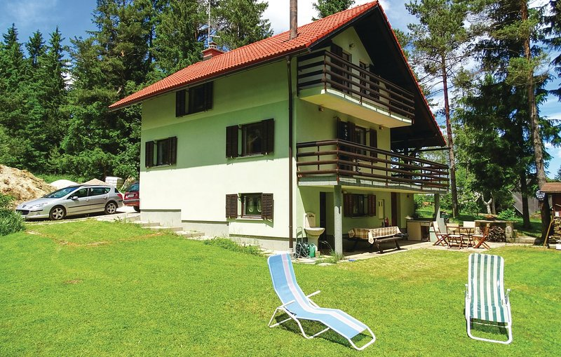 Awesome home in Nova Vas with Sauna, WiFi and 3 Bedrooms (SNR101), holiday rental in Velike Lasce