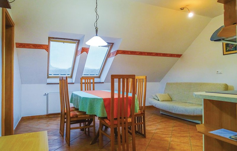 Nice home in Stari trg ob Kolpi with WiFi and 2 Bedrooms (SSE108), vacation rental in Semic