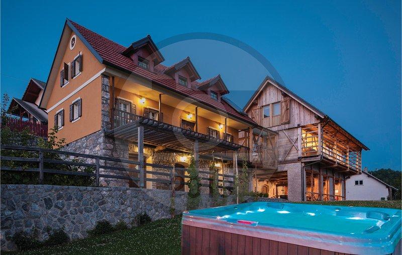 Amazing home in Semic with WiFi and 3 Bedrooms (SSE105), alquiler de vacaciones en Dolenjske Toplice