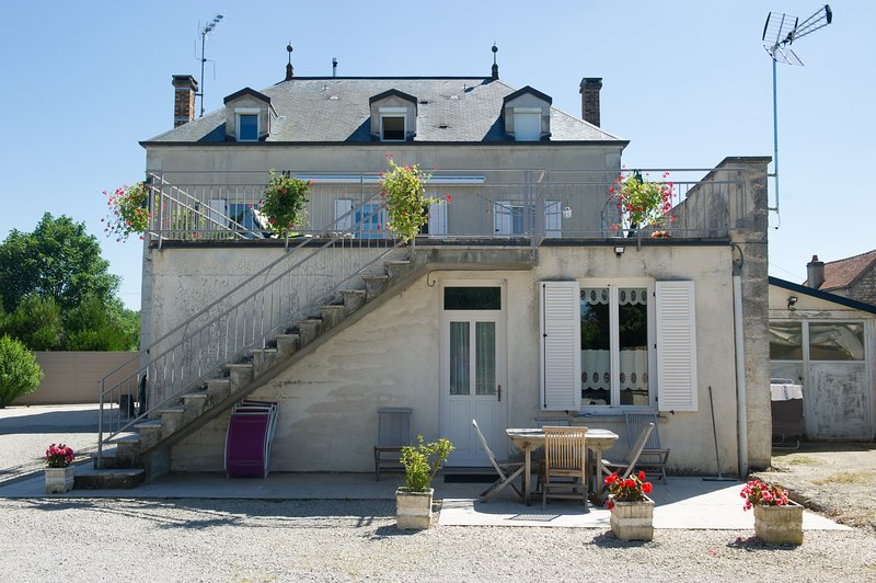 Amazing house with garden & terrace, holiday rental in Argilly