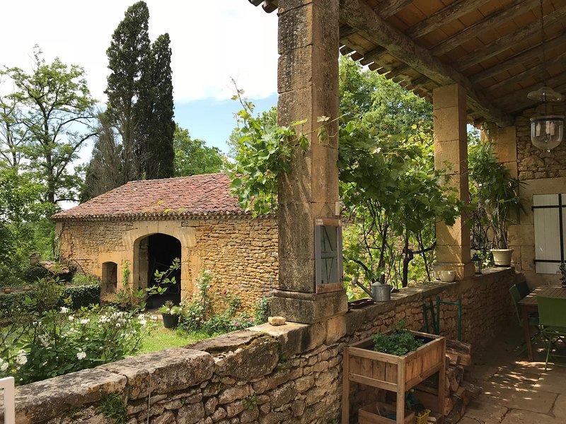 Amazing villa with swimming-pool, vacation rental in Blanquefort-sur-Briolance