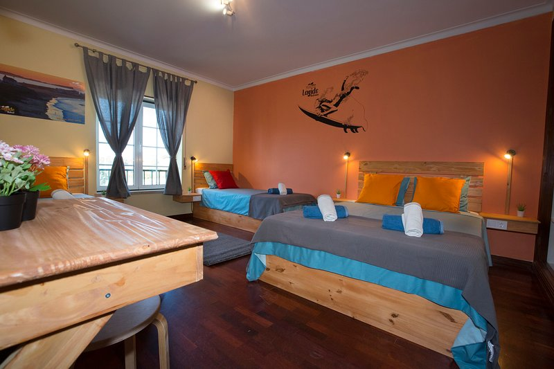 15 minutes by walking distance to supertubos beach Lagido room, Ferienwohnung in Atouguia da Baleia
