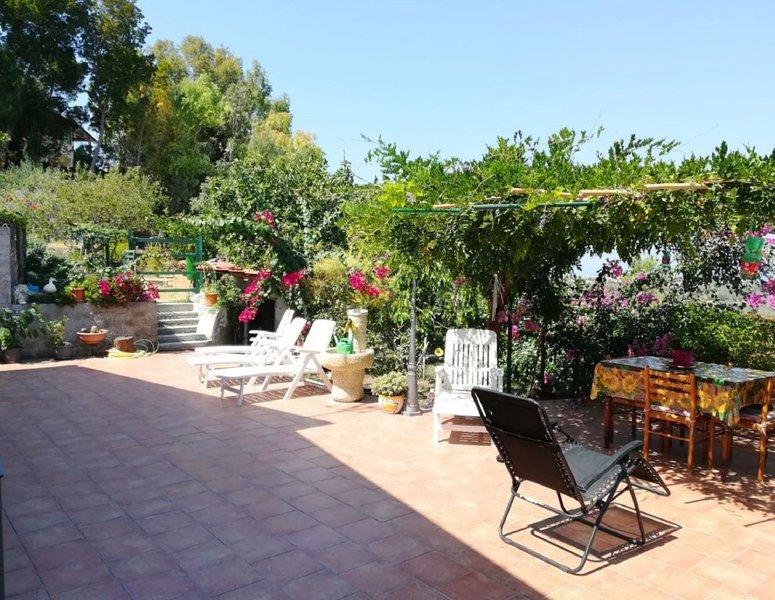 Beautiful apt near the beach & Wifi, holiday rental in Monforte San Giorgio