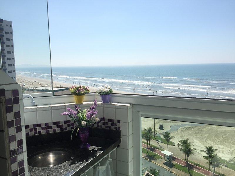 Apart. frente para a praia c/ varanda gourmet/ piscina/wi-fi /netflix, location de vacances à Sao Vicente