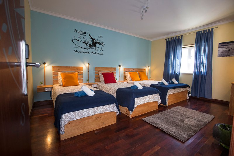 15 minutes by walking distance to supertubos beach prainha room, Ferienwohnung in Atouguia da Baleia