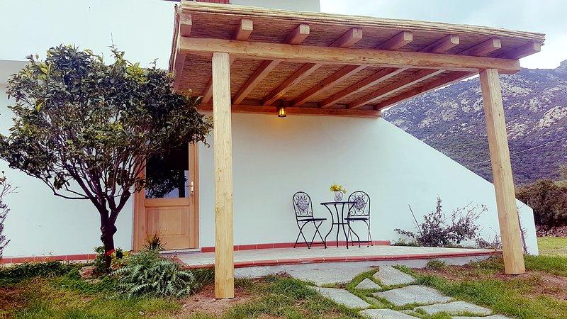 Beautiful studio with terrace, vacation rental in Cugnana