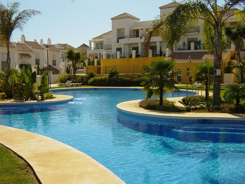 Nice house with pool access & Wifi, vacation rental in Istan