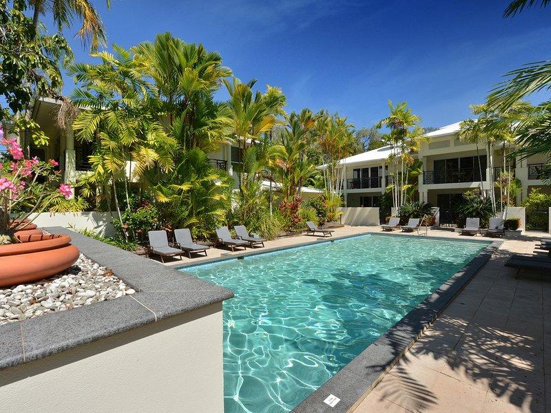 Plantation Villa 8 - 4 Bedroom Beachfront Villa, holiday rental in Julatten