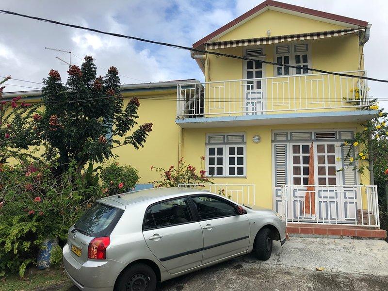 Beautiful house with garden & Wifi, location de vacances à Saint-Esprit