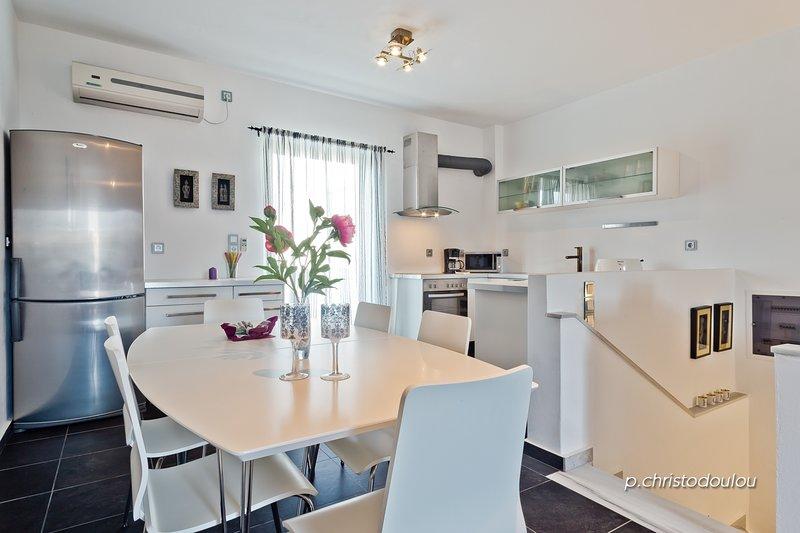 Gefiraki 2 Floor House, holiday rental in Kira Panagia