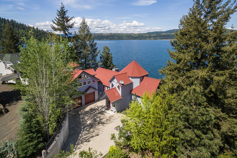 Lakefront Home w/Pvt Dock in Coeur d'Alene Area!, holiday rental in Worley