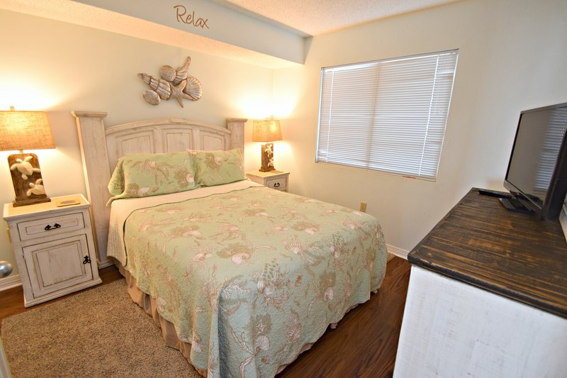 Furniture,Indoors,Room,Bedroom,Home Decor