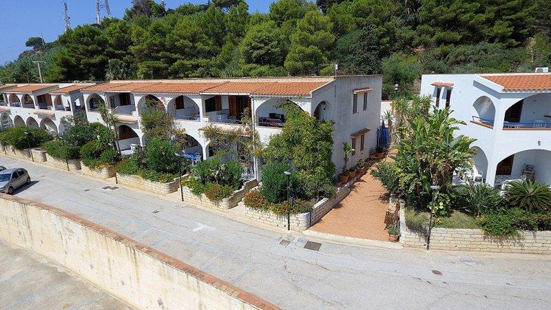 Appartamento Fronte Mare 5 posti letto con balcone,wifi, a 250 mt dalla spiaggia, holiday rental in Localita Rogana I