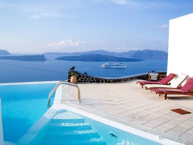 Santorini Akrotiri Panoramic sea view shared pool, location de vacances à Akrotiri