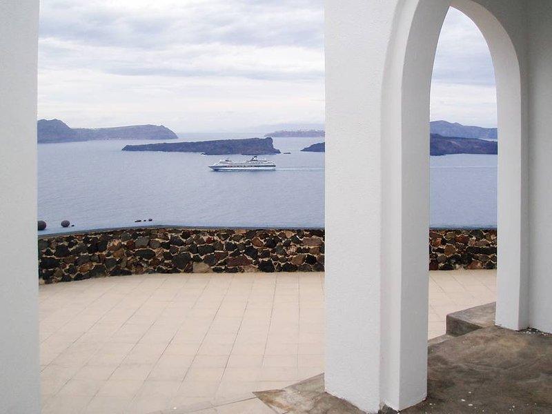 Santorini Akrotiri studio, shared pool and view 2, location de vacances à Akrotiri