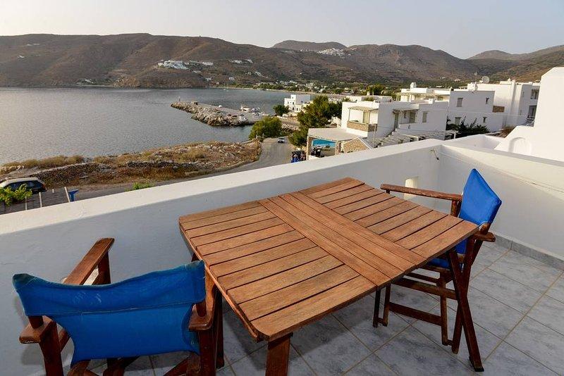 Amorgos Sunset, sea view studio next to the beach, location de vacances à Katapola