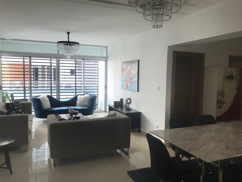 Beautiful, modern 2 bedrooms in the city, vacation rental in Santo Domingo