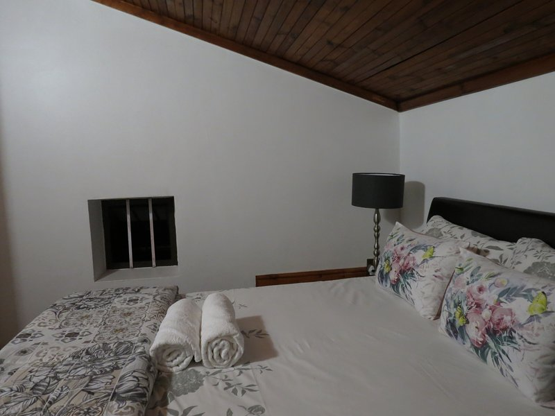 Deluxe Double Bedroom with Bath - Three Spruce, holiday rental in Durbanville