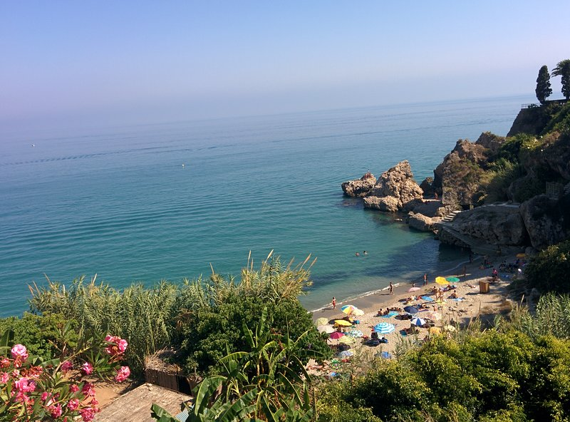 A un paso de la playa, zona parador, wifi gratis, holiday rental in Nerja