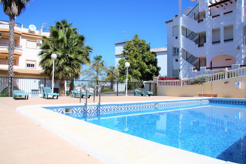 Fantastic remodeled and quiet apartment across the street from VillamartinPlaza, vacation rental in San Miguel de Salinas