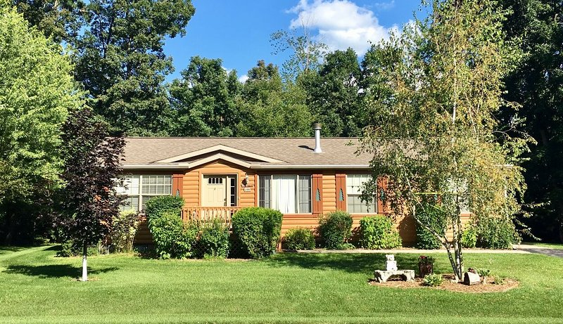 Tee House at Spring Brook Resort | On Golf Course & Short Distance to Clubhouse, location de vacances à Wisconsin Dells