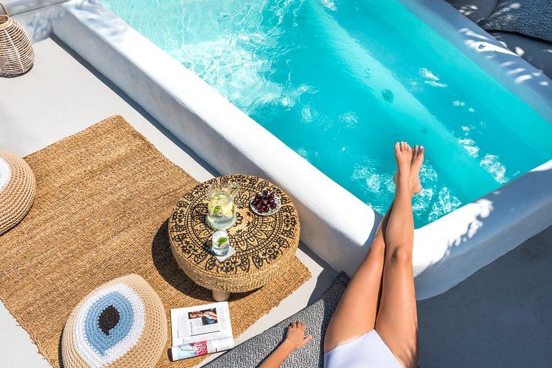 Bronze Suite with Sauna | Private Outdoor Hot Tub, location de vacances à Akrotiri