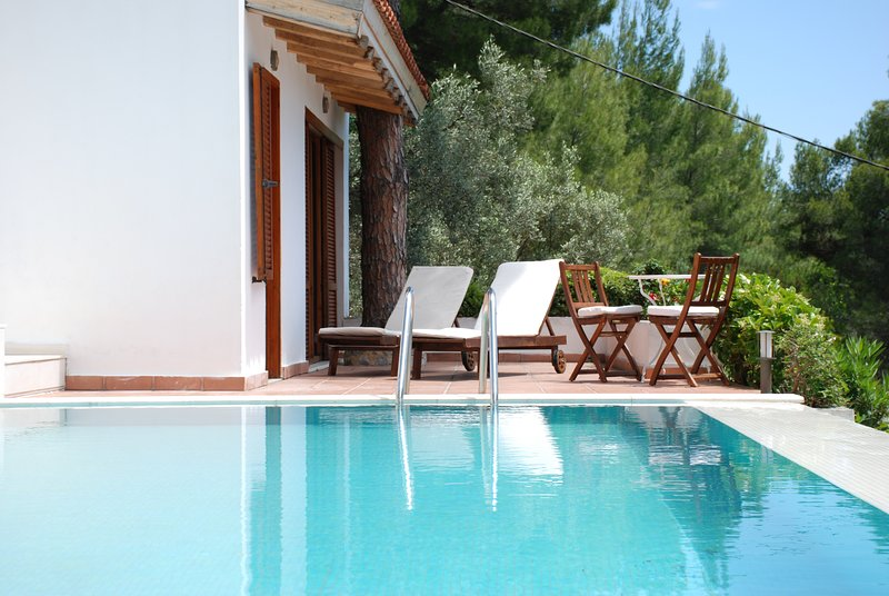 The separate apartment has a direct access to the swimming pool and a little terasse.