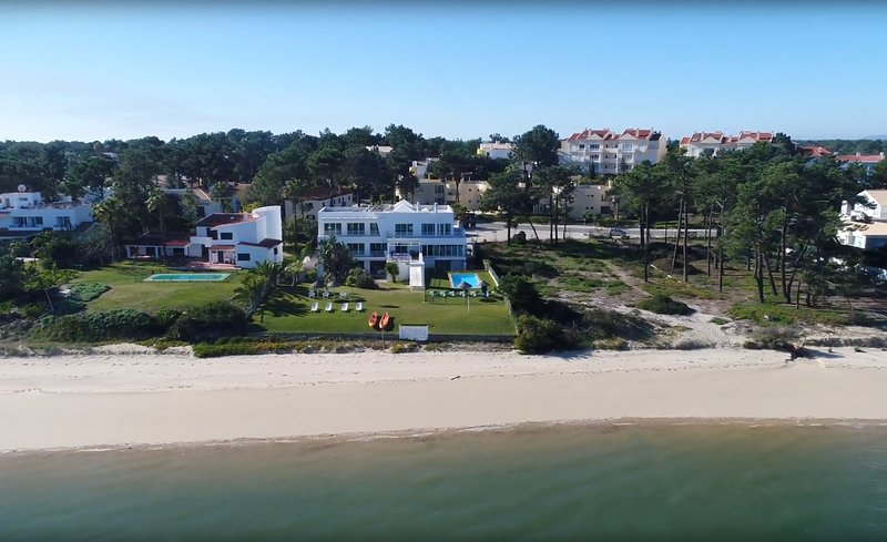 Villa Lara - Outstanding beachfront villa, holiday rental in Setubal District