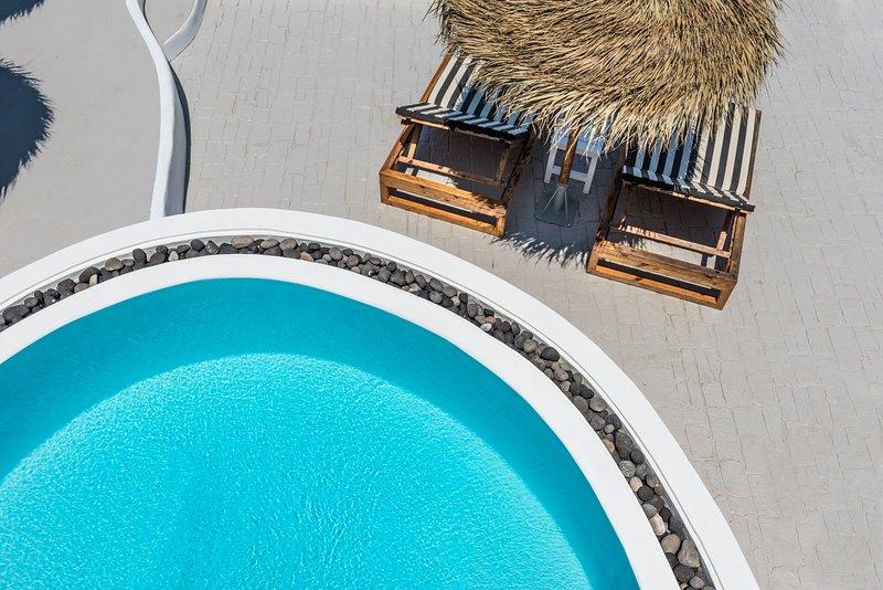 Summer Lovers Villa Private Pool | Hot Tub | Panoramic Caldera View, location de vacances à Akrotiri
