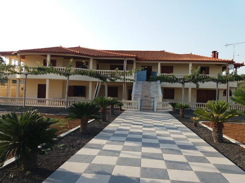 Villa Hermes- Luxury Villa with swimming pool, holiday rental in Porto Germeno