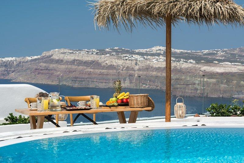 Silver Suite Outdoor Pool | Hot Tub | Caldera View, location de vacances à Akrotiri