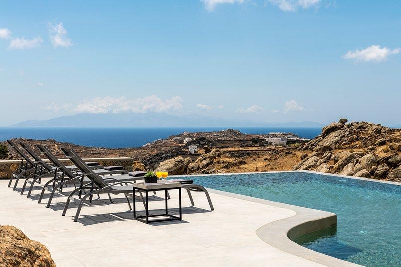 Plintri Villa Sleeps 26 with Pool and Air Con - 5778983, casa vacanza a Plintri